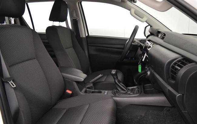 TOYOTA HILUX 2.4D 150CH AIRCO - BEDLINER - 4X4