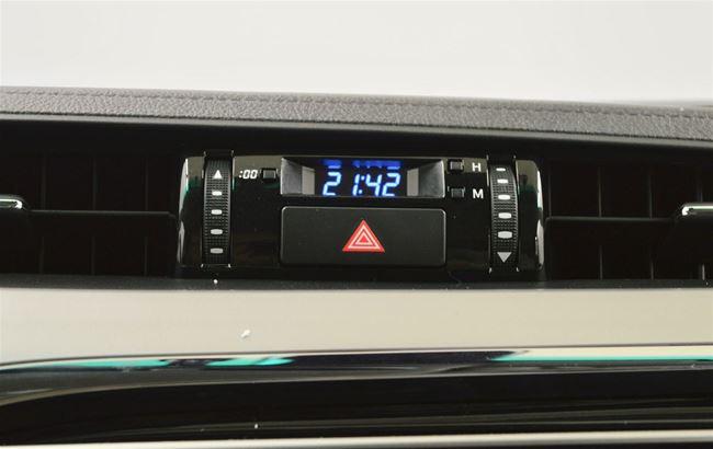 TOYOTA HILUX 2.4D 150PK HARDTOP - LEDER - LED - NAVI